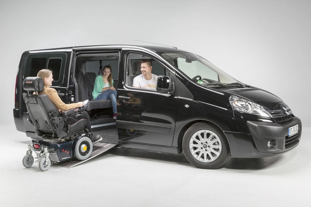 Im Citroën Jumpy Paravan können Rollstühle auf allen Plätzen im Fahrzeug befestigt werden