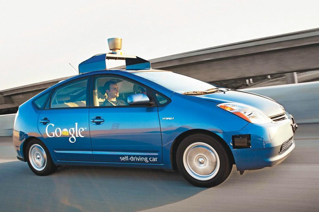 Google tritt mit Technologie für selbstfahrende Fahrzeuge an Autobauer heran