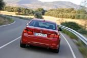 zwischen 7,2 und 7,9 Liter Benzin und 169-186 Gramm CO2 verbrennt der 335i als Limousine auf 100km bzw. 1km