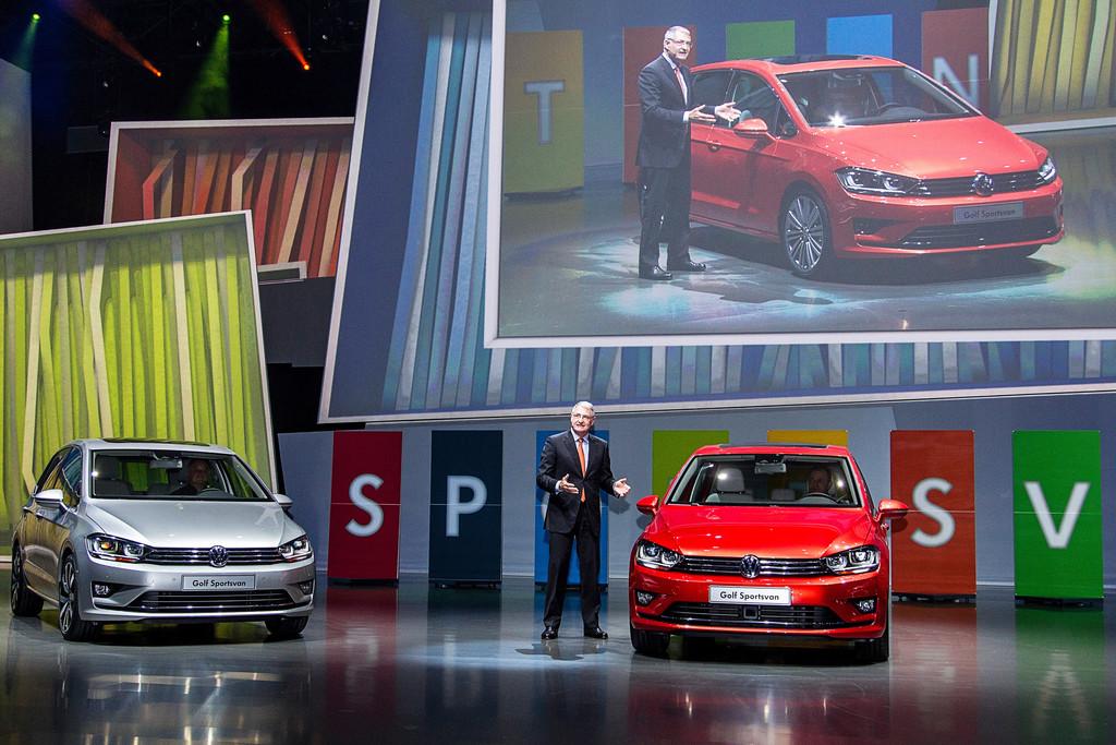Heinz-Jakob Neußer präsentiert den neuen Volkswagen Golf Sportsvan