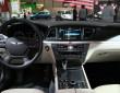 Mittelkonsole, Lenkrad und das Cockpit der Hyundai Genesis Sportlimousine