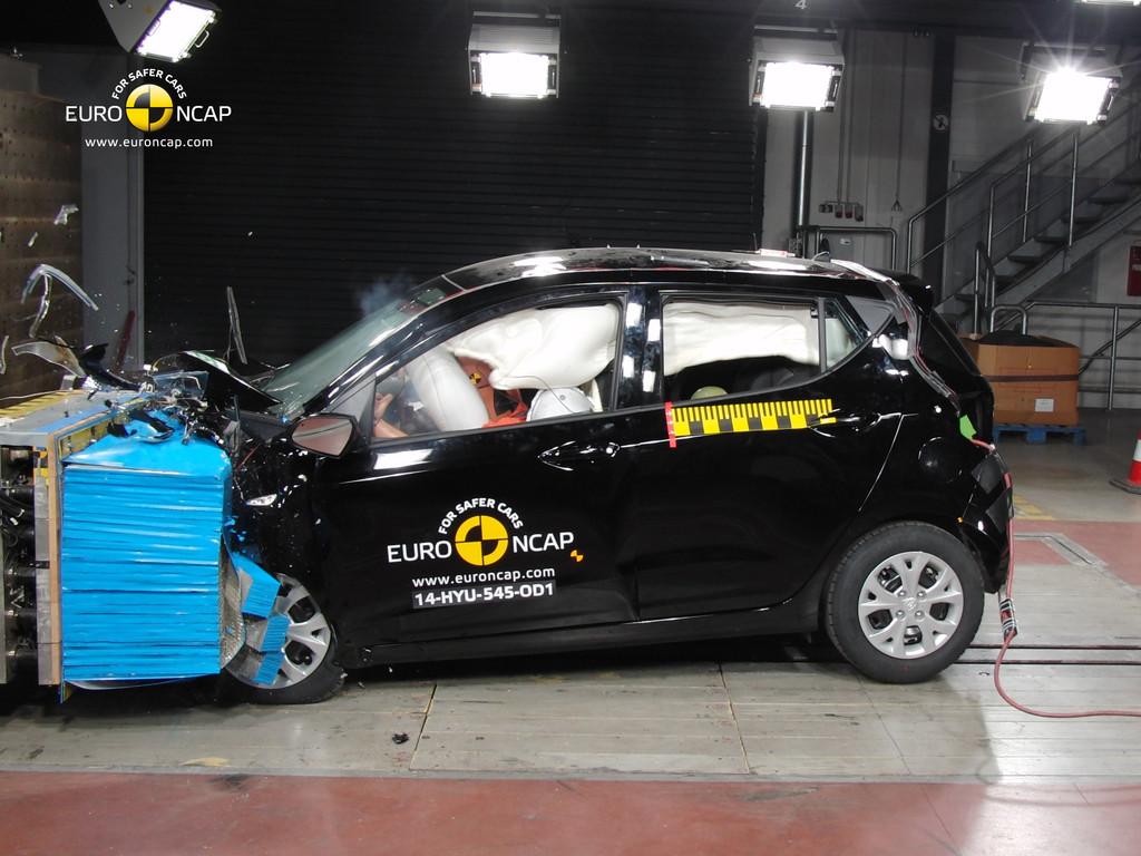 Der neue Hyundai i10 wird hier beim Euro-NCAP gecrasht