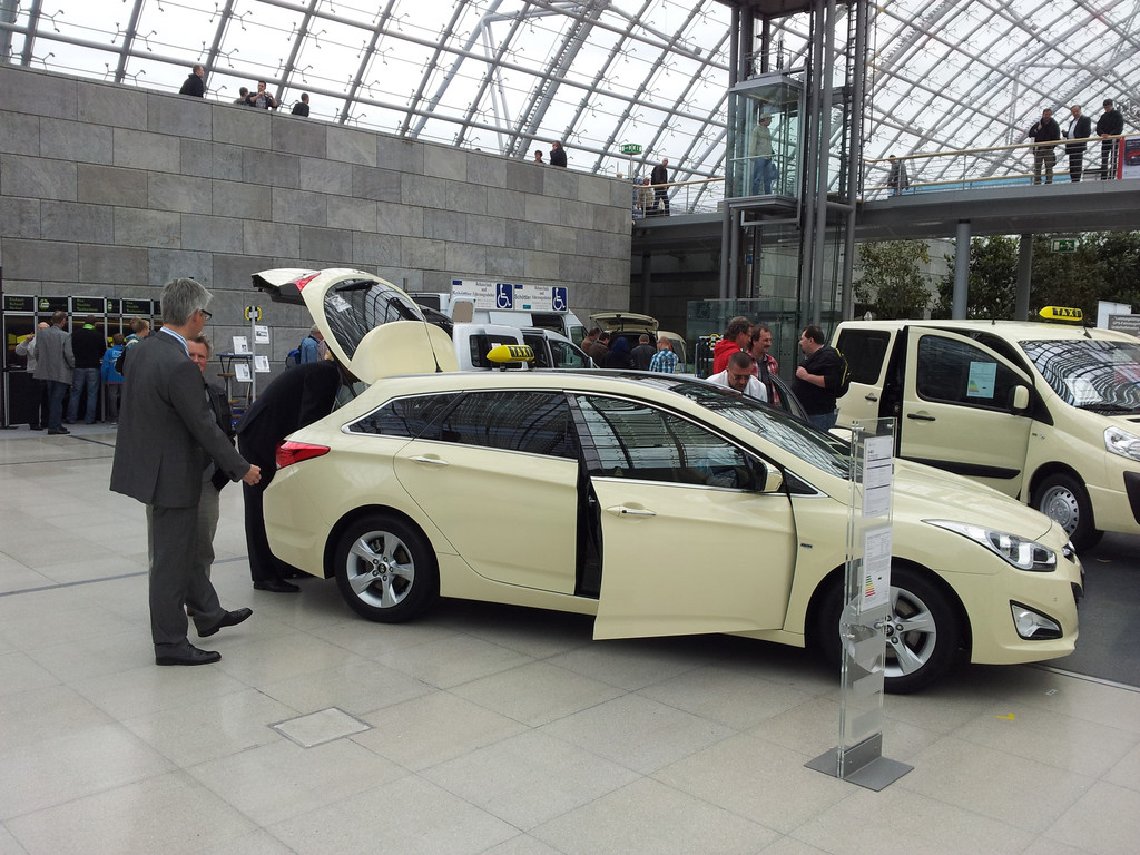 Der Mittelklassekombi Hyundai i40 als Taxi in gelb