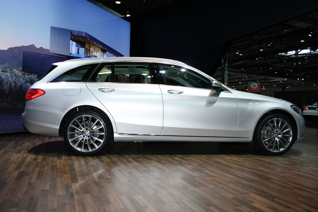 AMI 2014: Mercedes-Benz C-Klasse T-Modell in silber in der Seitenansicht