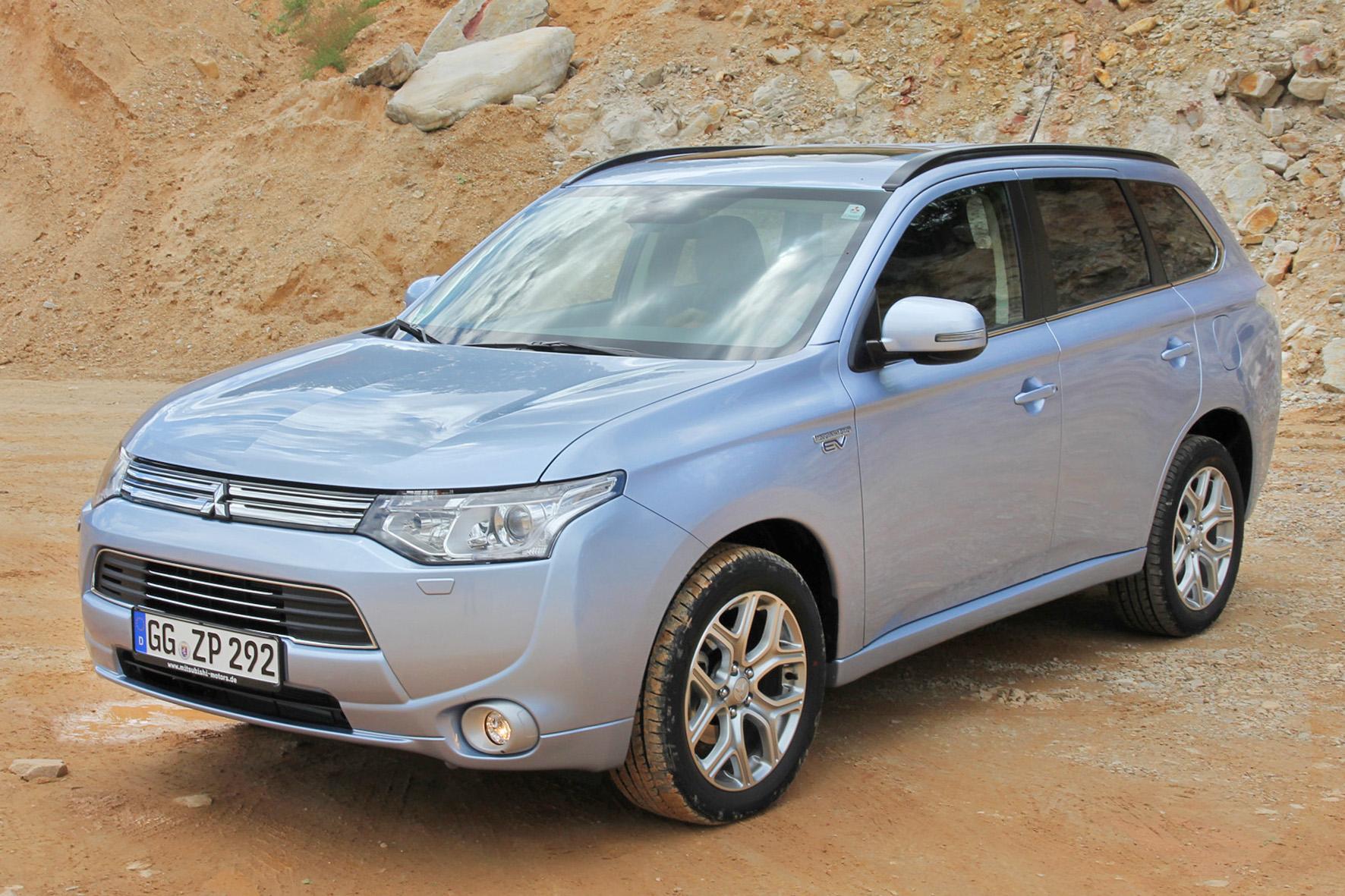Hybridfahrzeug Mitsubishi Plug-in Hybrid Outlander - Aufnahme von Außen