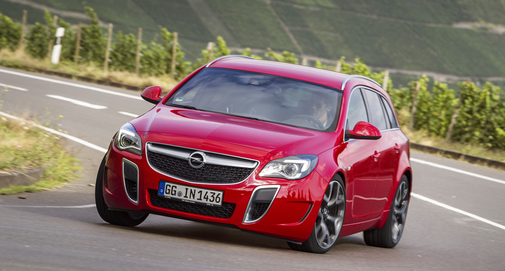 Opel Insignia in der OPC Version in rot