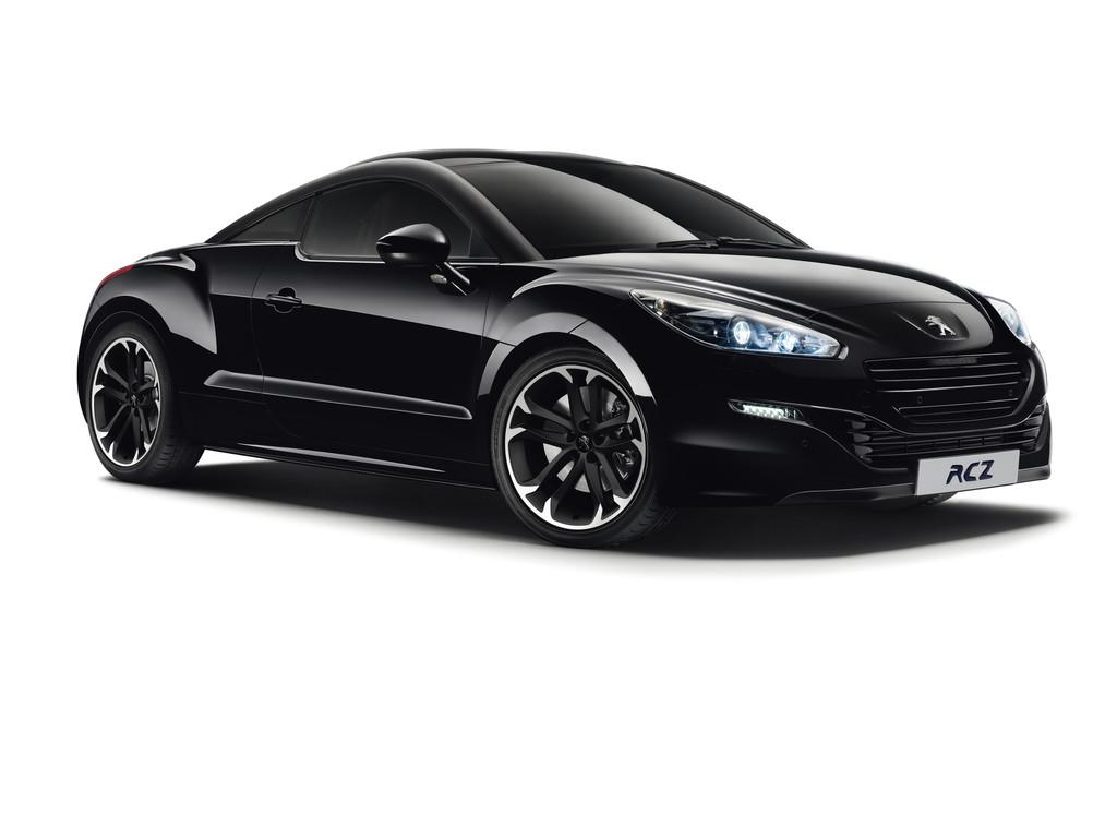 Schwarzer Peugeot RCZ Red Carbon auf schwarzen 19 Zoll Alufelgen