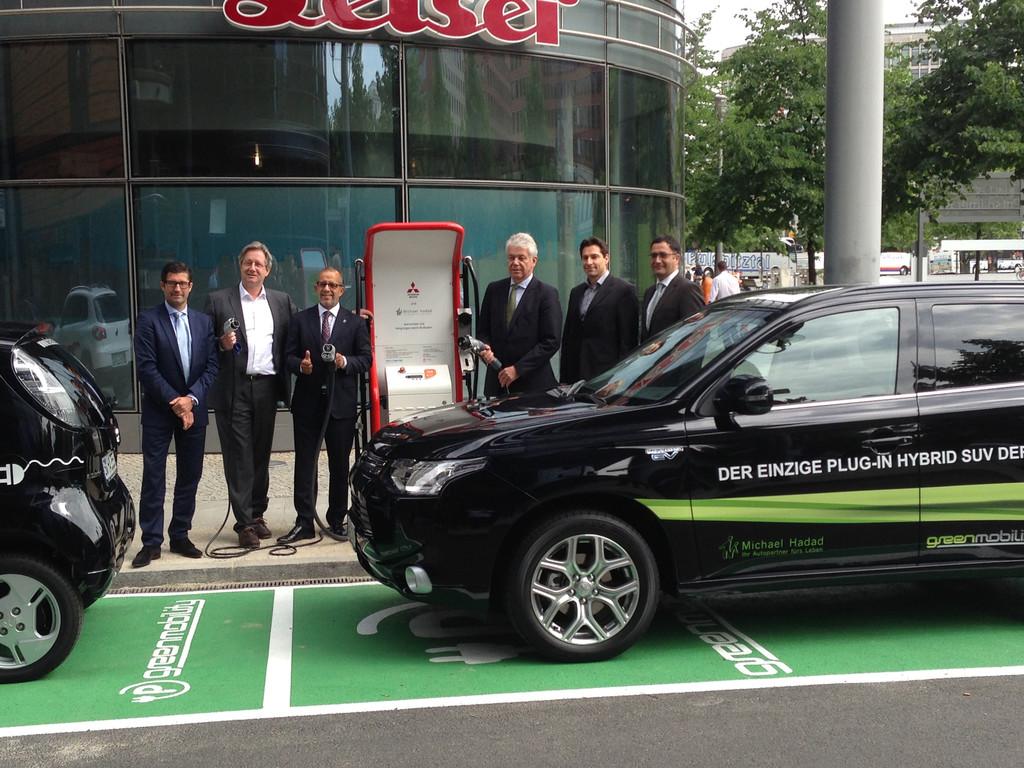 Öffentliche Schnell-Ladestation von Mitsubishi für Elektrofahrzeuge am Potsdamer Platz in Berlin.