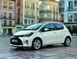 Toyota Yaris Facelift 2014 in weiß in der Seitenansicht