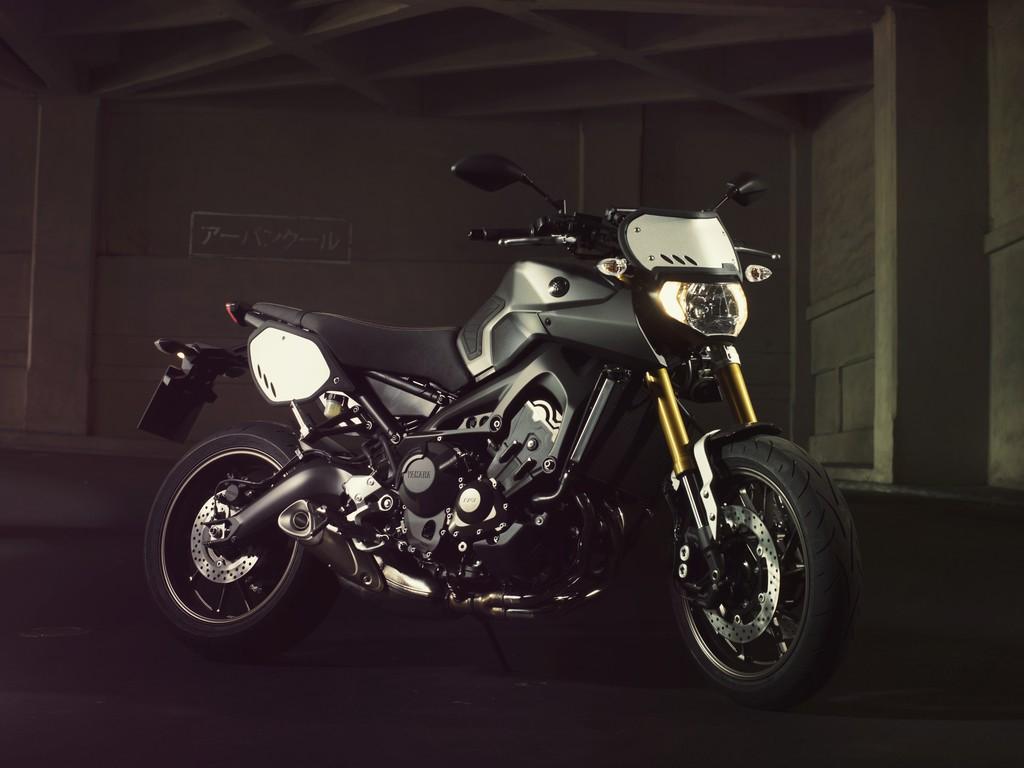 Yamaha MT-09 als Street Tracker fürs Modelljahr 2014