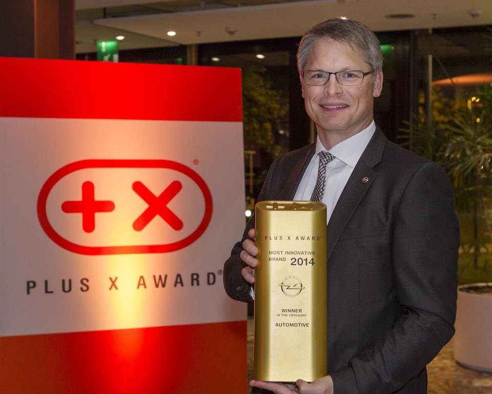 Albrecht Schäfer nimmt Auszeichnung entgegen