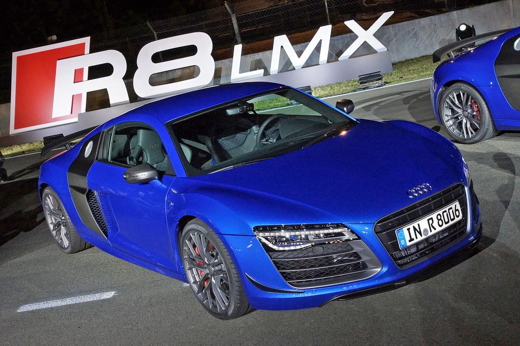 Blauer Audi R8 LMX auf 19 Zoll Felgen