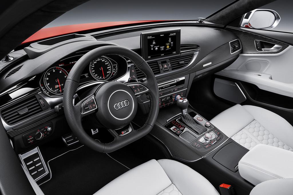 Der Innenraum des überarbeiteten Audi RS7 Sportback 2014