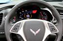 Die Instrumente des Chevrolet Corvette Stingray Convertible wenn der Wagen an ist