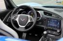 Das Cockpit und die Mittelkonsole des Chevrolet Corvette Stingray Convertible