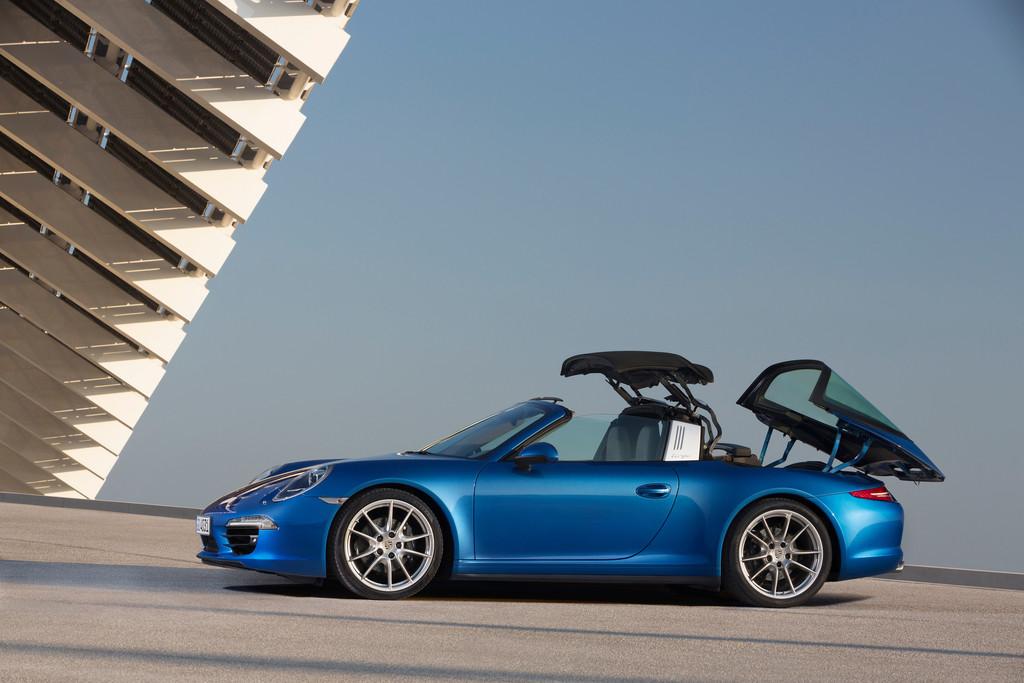 Öffnen des Daches des Porsche 911 Targa
