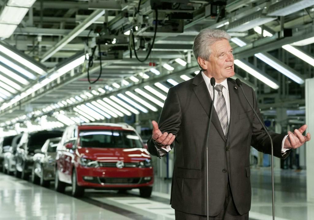 Bundespräsident Dr. Joachim Gauck besuchte das VW Werk in Portugal.