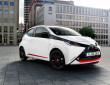 2te Generation des Toyota Kleinstwagens Aygo mt schwarzem X