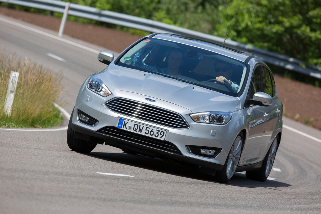 Ford Focus Facelift 2014 in silber in der Frontansicht, Fahraufnahme