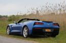 Fotoaufnahme von eine Chevrolet Corvette Stingray Convertible in blau