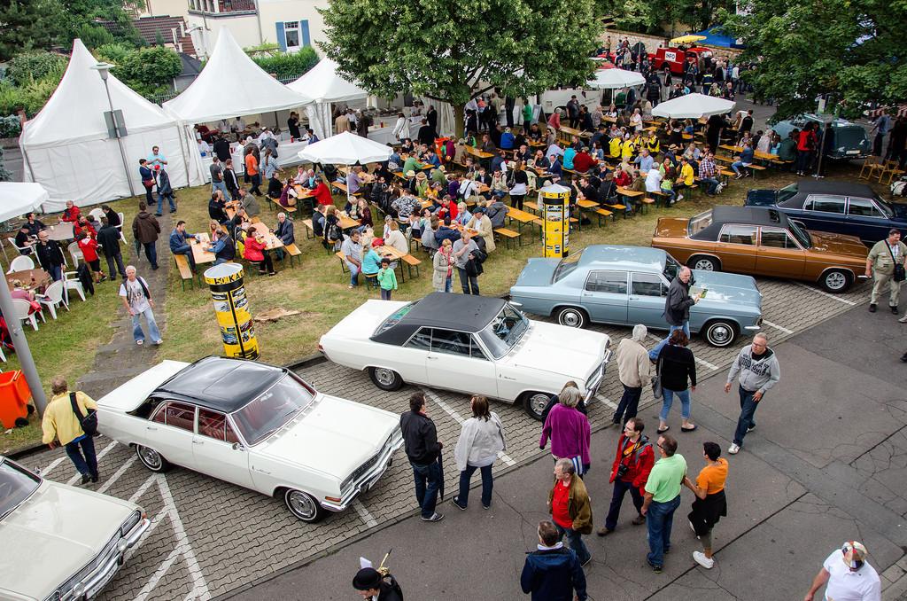 1600 Teilnehmerfahrzeuge beim 14. Klassikertreffen an den Opelvillen