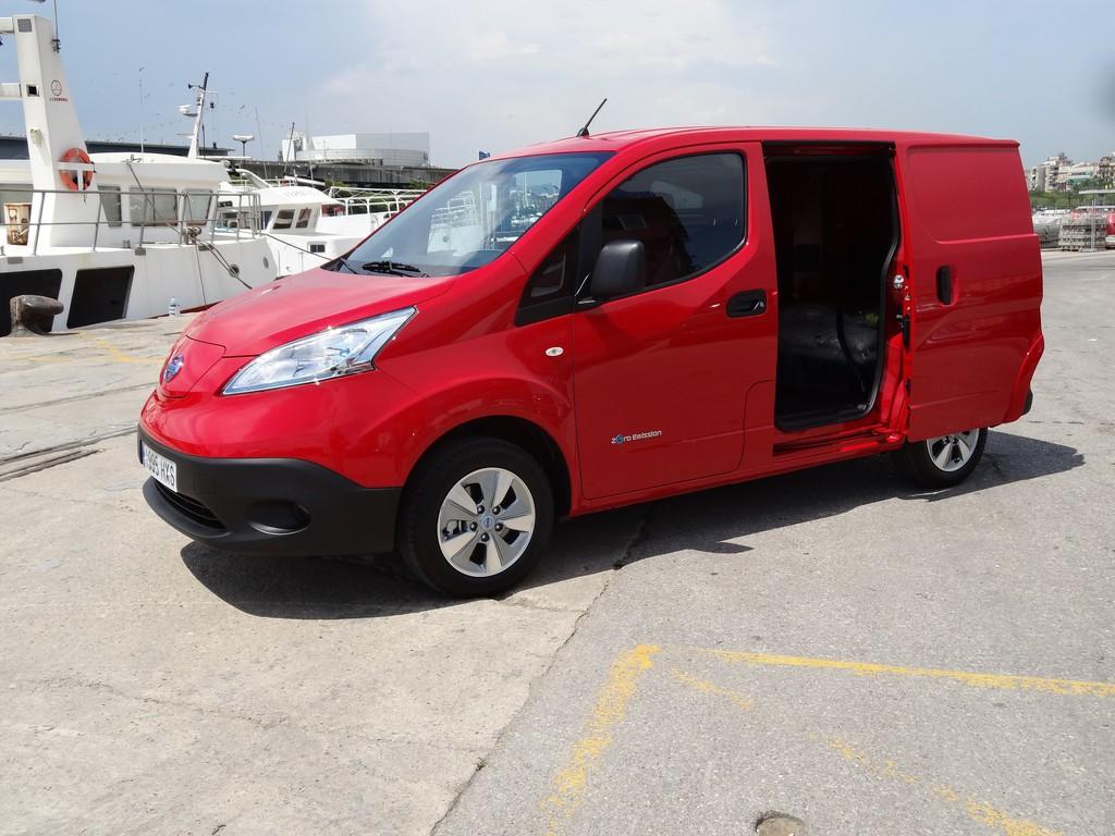 Nissan e-NV200 Kastenwagen 2014 in rot mit Elektroantrieb