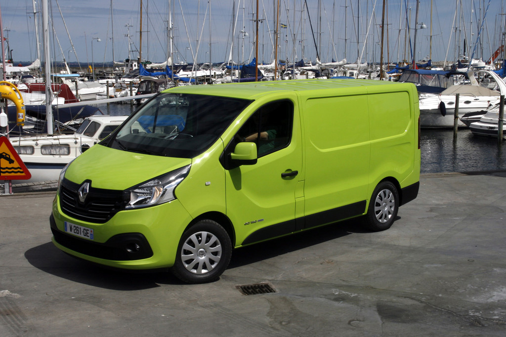 2014er Renault Trafic in einer gründen auffälligen Farbe