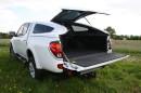 Weißer Mitsubishi L 200 2,5 DI-D Intense Doppelkabine in der Heckansicht