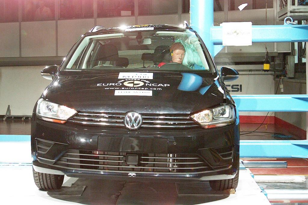 Der neue Volkswagen Golf Sportsvan im Crashtest
