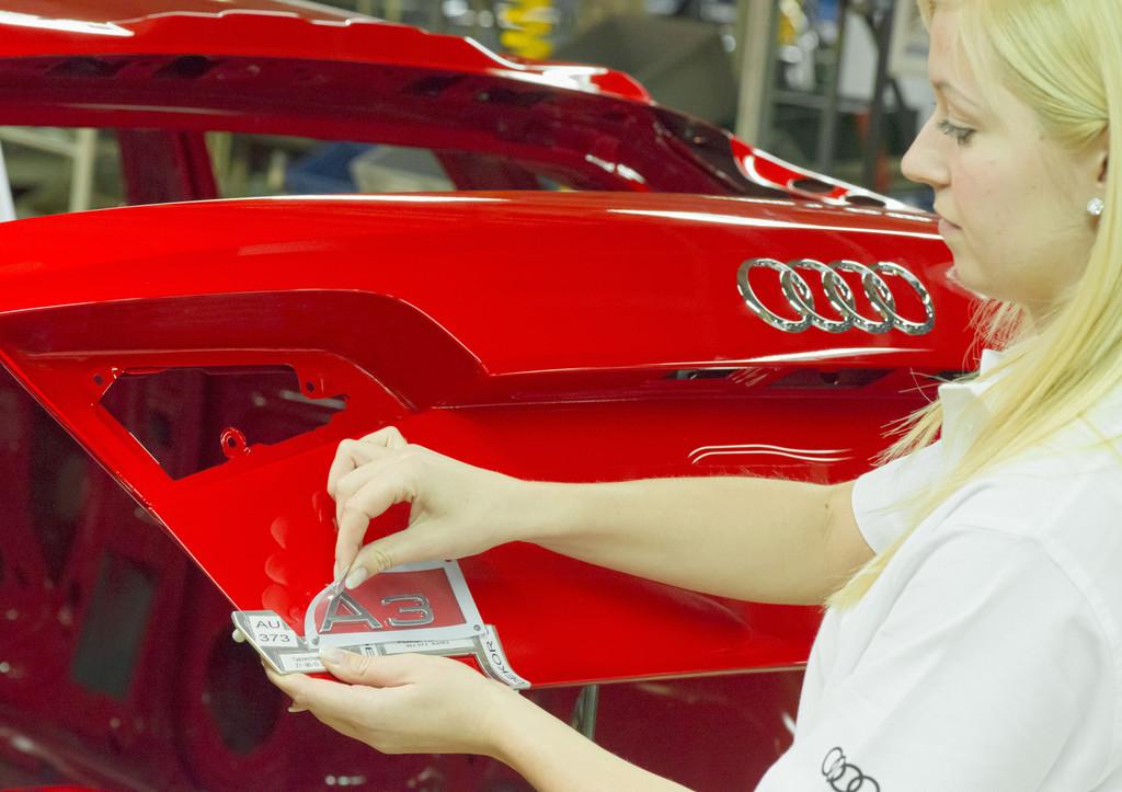 Produktion bei Audi: Ein A3 Sportback in der Lackiererei.