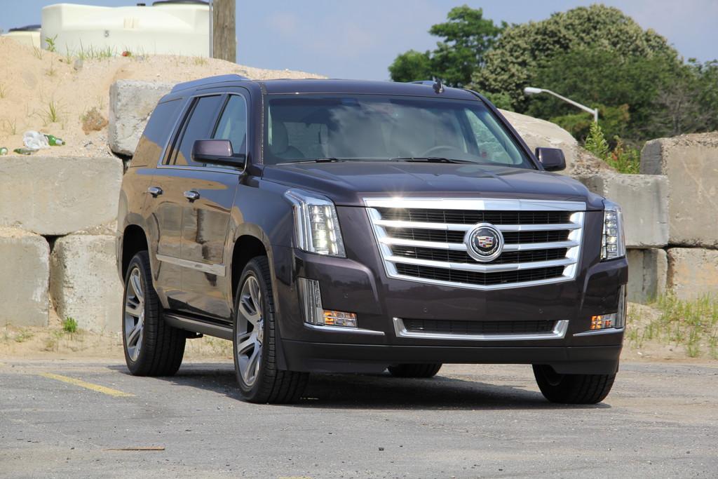 Die Frontpartie eines stehenden Cadillac Escalade