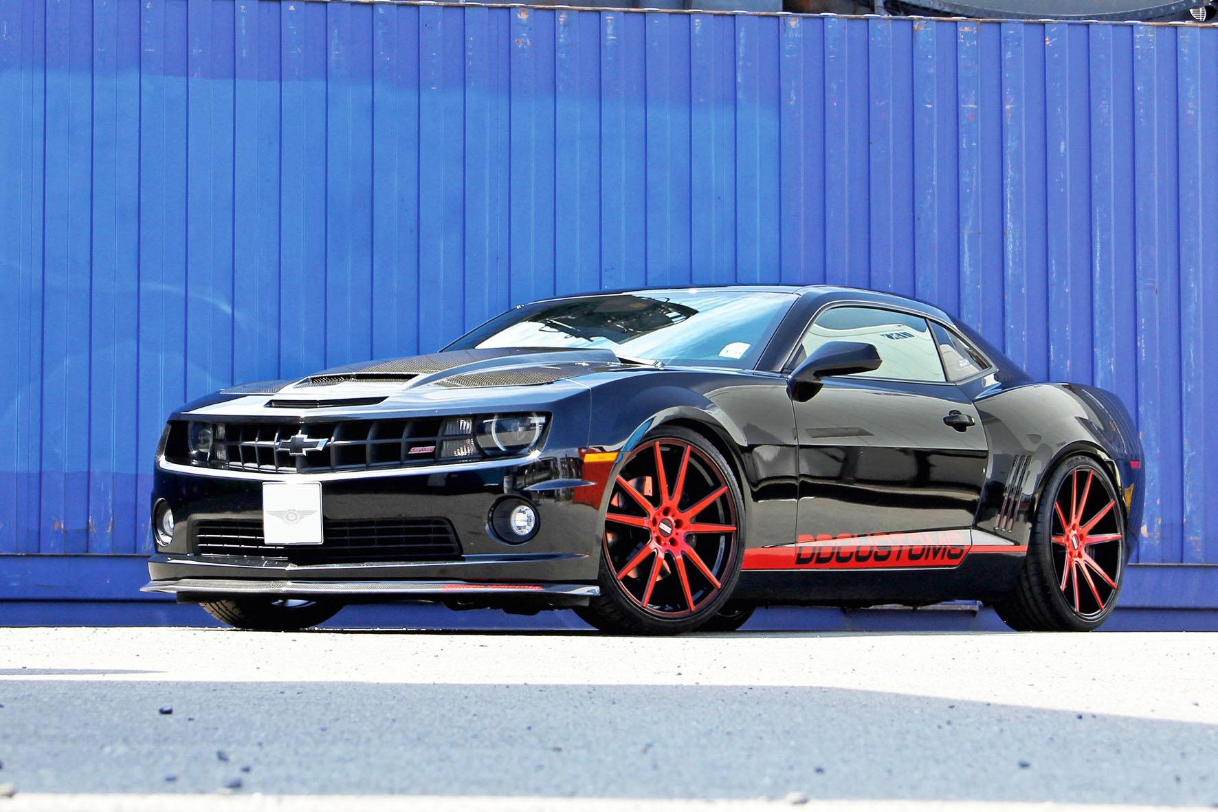Camaro SS von DD Customs mit über 470 PS in schwarz mit roten Felgen