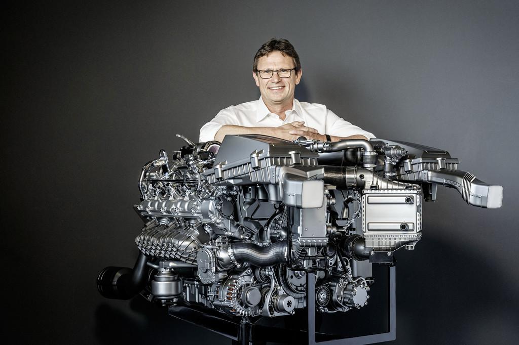Der neue 4,0-LIter-V8 von AMG und Christian Enderle, Breichsleiter Entwicklung Motor & Triebstrang Mercedes-AMG.