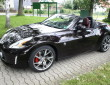 schwarzer Nissan 370 Z Roadster mit 19 Zoll Felgen
