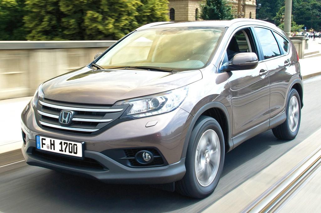 Fahraufnahme von einem Honda CR-V in der Frontansicht