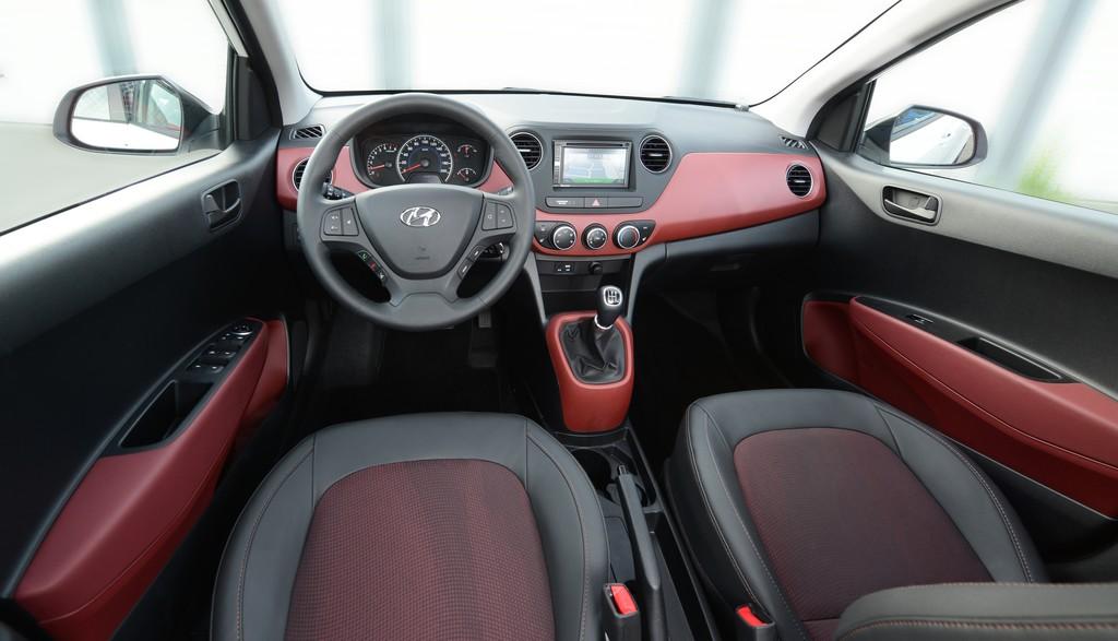 Galerie: Hyundai i10 Sport, Interieur | Bilder und Fotos