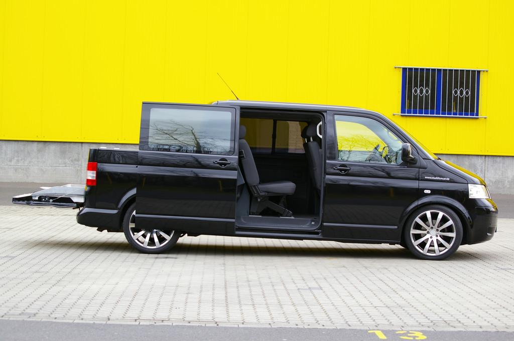 Der VW T5 Multifuncar 2 von Stockel bietet Platz für 6 Personen und etwa einen Quad