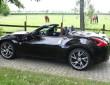 Geöffneter Nissan 370 Z Roadster in schwarz auf 19 Zoll Reifen