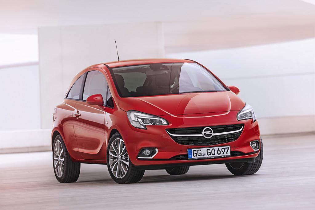 2014 Opel Corsa E in rot und in der Frontansicht