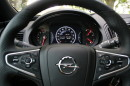 Viele Schalter am Lenkrad des Opel Insignia Country Tourer 2.0 SIDI Turbo