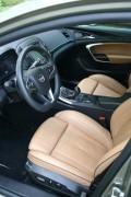 Die Vordersitze in Leder im Opel Insignia Country Tourer