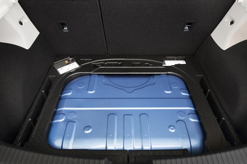 Die zwei Gastanks unter dem Gepäckraum des Seat Leon 1.4 TGI