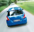 Foto zeigt einen Suzuki Swift Comfort Eco plus bei einer Fahrt in der Heckansicht