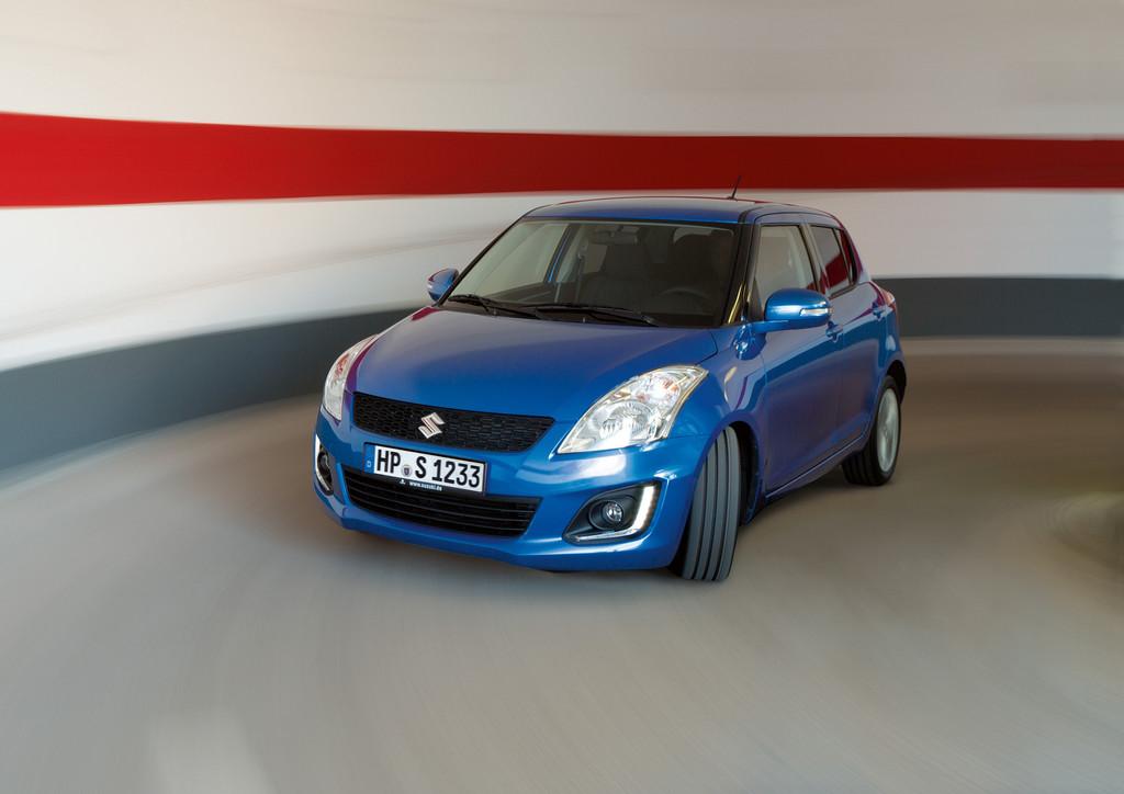 Suzuki Swift Comfort Eco plus bei der Suche nach einem Parkplatz