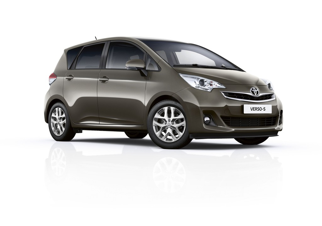2014er Modell Toyota Verso-S in Metallic-Lackierung