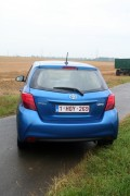 Toyota Yaris Facelift-Modell 2015 in blau, Heckpartie