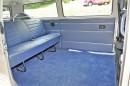 Die Sitzbank im VW Bus Bulli in Blau