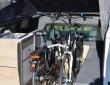 Fahrräder auf der Ladefläche des Volkswagen Amarok Traveler
