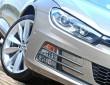 Die Frontscheinwerfer des Volkswagen Scirocco