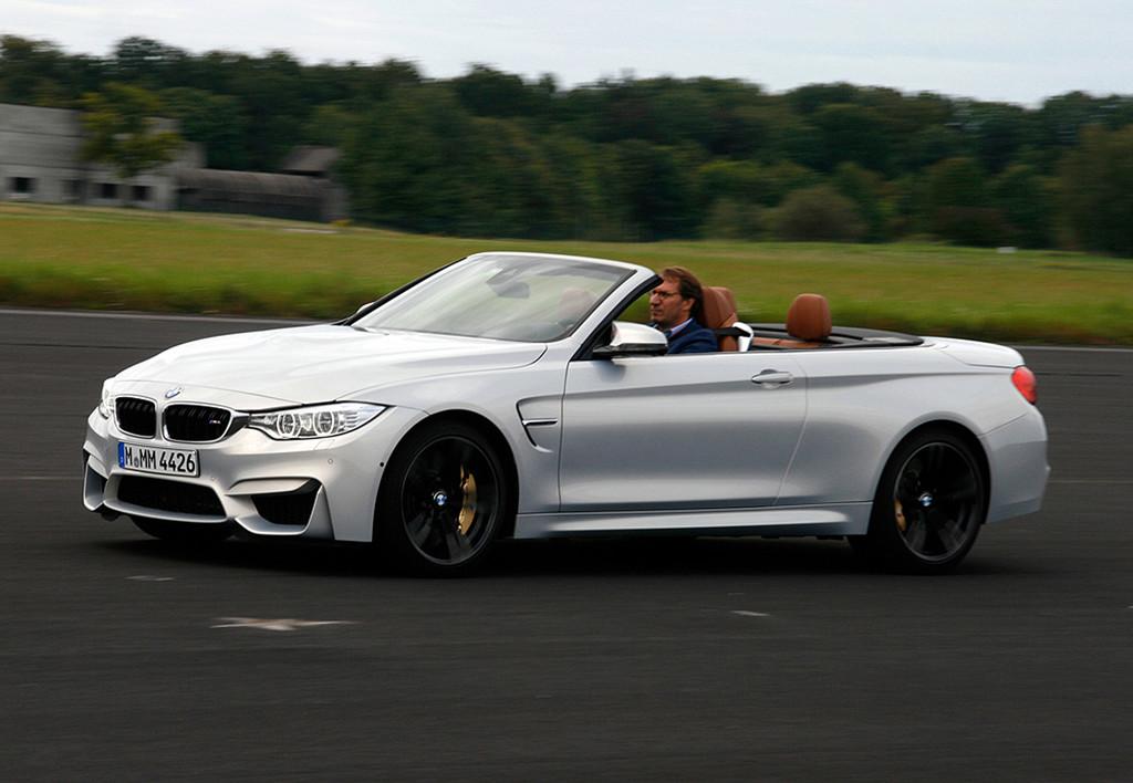 BMW M4 Cabrio geöffnet in silber Metallic